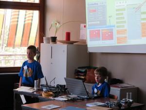 Grundschüler stellen OpenRoberta vor - brandneue Technik für Roboter-Software
